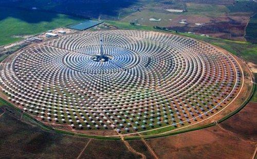 Enorme-granja-solar-genera-energía-incluso-cuando-no-hay-sol